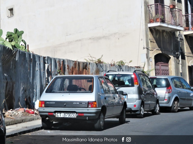 avvistamenti auto storiche - Pagina 31 Peugeot-205-GL-950-44cv-89-CT879030