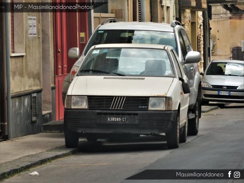 avvistamenti auto storiche - Pagina 20 Fiat-Uno-45-900-45cv-84-CT638589-90-427-5-5-2017