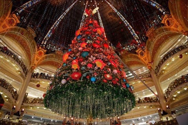 14270-pohon-natal-galeries-lafayette-paris
