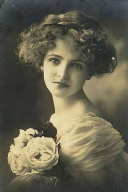 Blanche-Monnier-1900