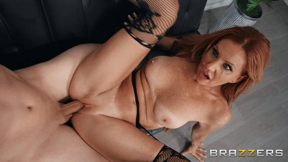 Mrs Robinson, Van Wylde – Nerd Loves Big Naturals – Mommy Got Boobs – Brazzers