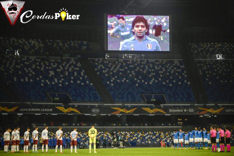 Saat Maradona Cetak Gol, Fans Napoli dan Juventus Kompak Berjingkrak