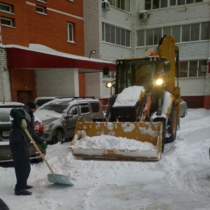 Убрали снег во дворе на Чкалова, 5