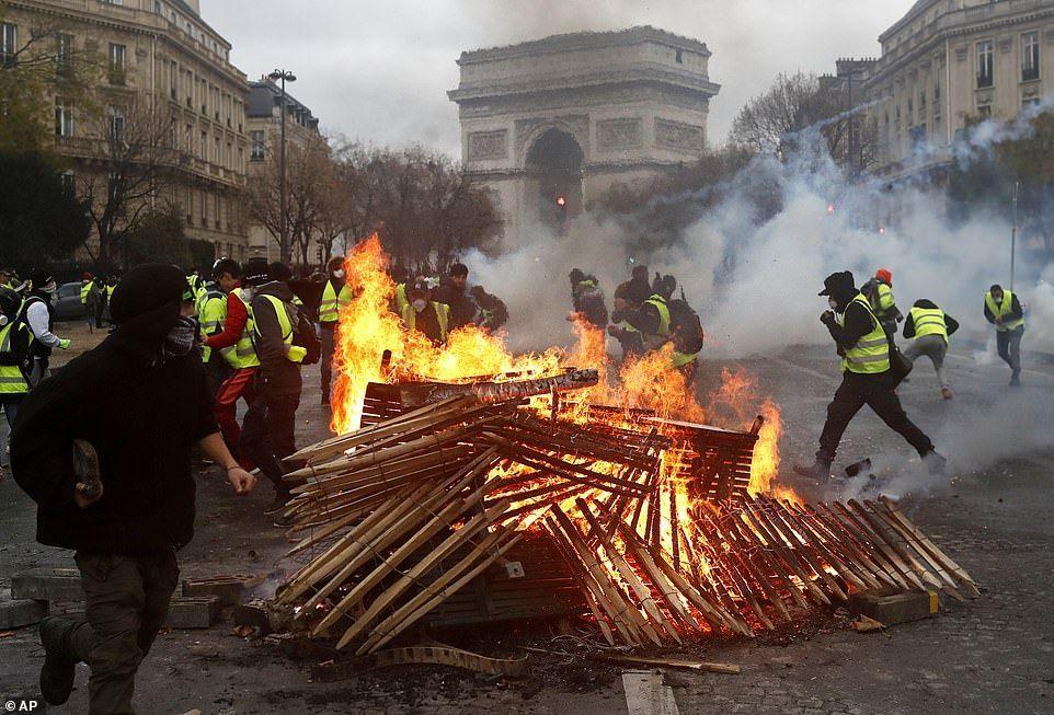 Восстание «жёлтых жилетов» в Париже