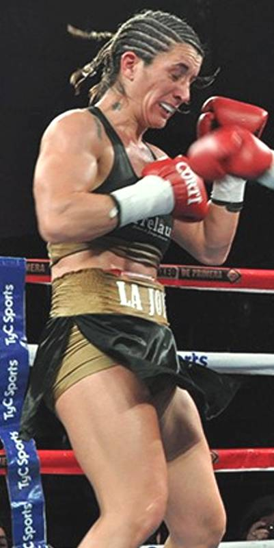 Laura-Soledad-Griffa-box-5ft4-122-125-lb-01