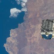 საერთაშორისო კოსმოსური სადგურიდან გადაგდებული ნარჩენები ჩილეს თავზე. ფოტო: NASA