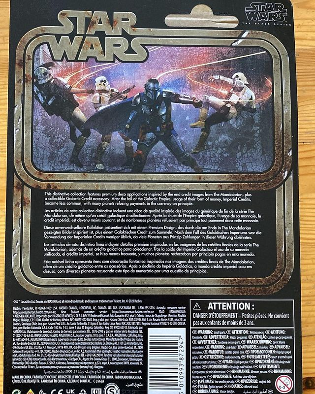 Black-Series-The-Mandalorian-Credit-Collection-In-Hand-Carded-2.jpg