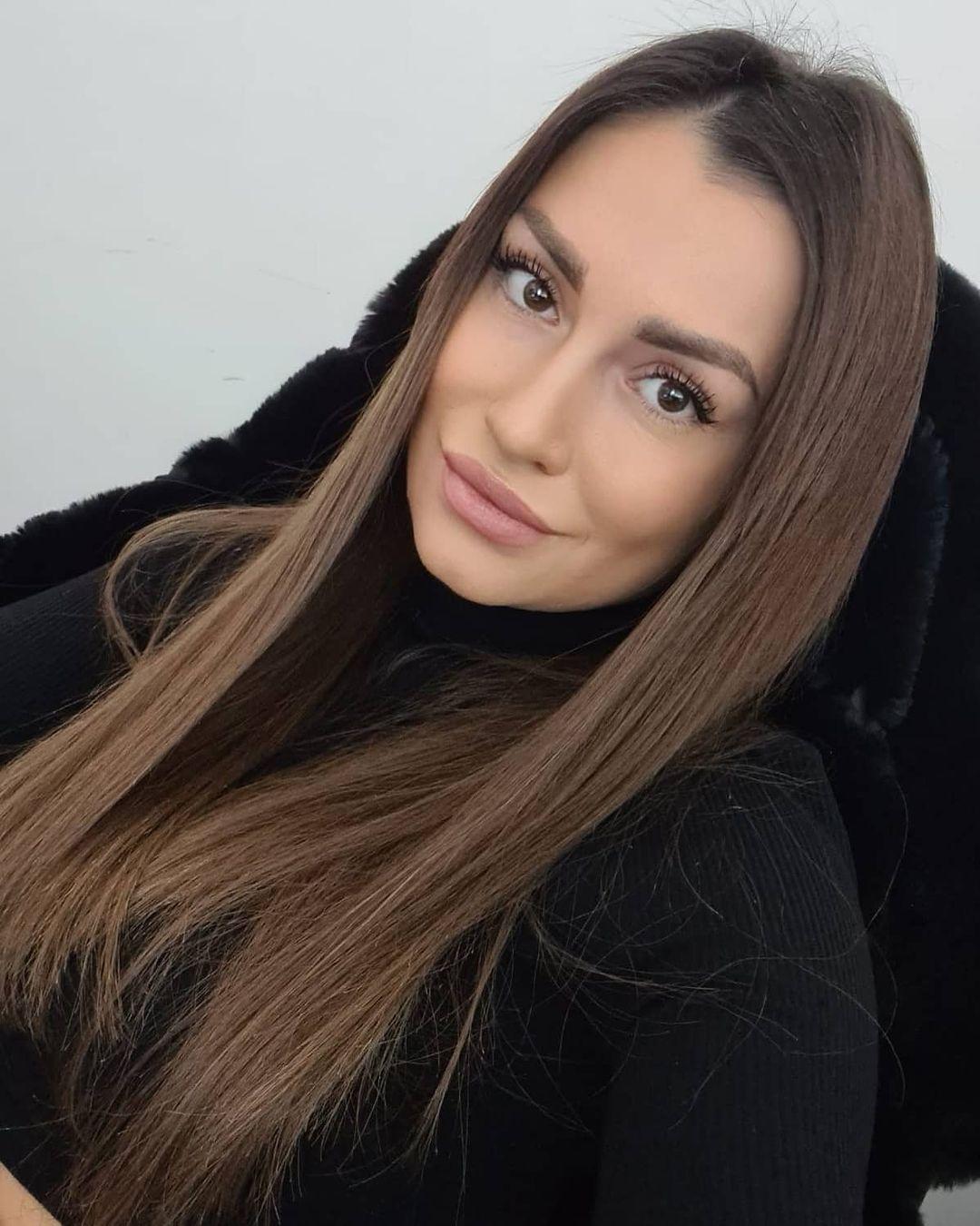 Simona-Ella-Breckova-Wallpapers-Insta-Fit-Bio-6