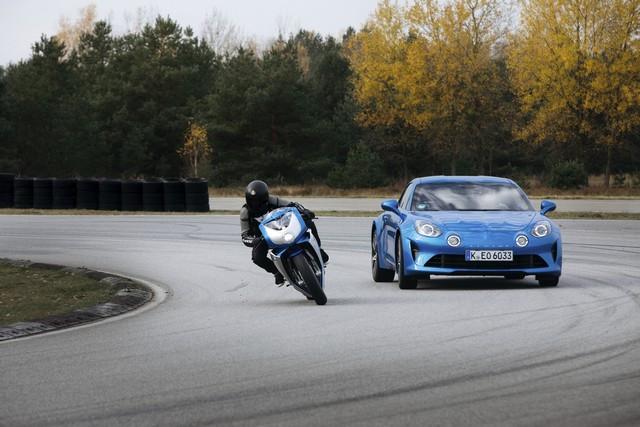 MV Agusta S'associe À La Légende Du Sport Automobile Alpine Pour Une Édition Limitée De La Superveloce Inspirée De L'alpine A110 2020-MV-Superveloce-800-ALPINE-5