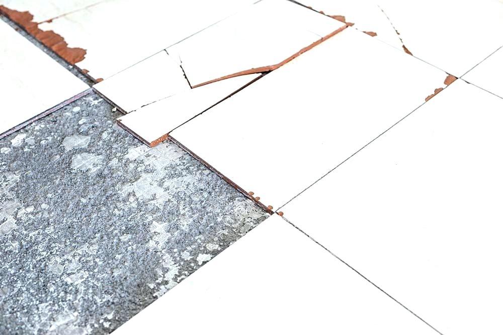Lantai Keramik Retak dan Pecah