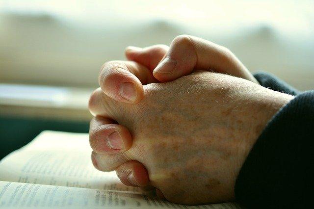 pray-2558490-640