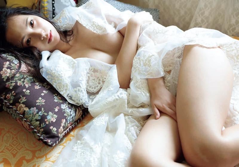 Machiyama-Miho-First-Nude-005