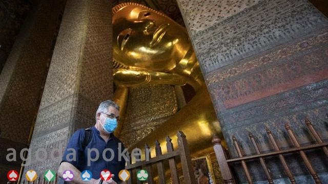 Khawatir Covid Kuil di Bangkok Larang Turis Asing Masuk