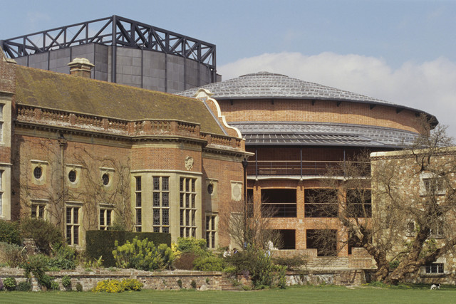 D-New-Glyndebourne-theatre-1994-Photo-Mike-Hoban