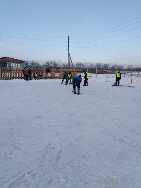 Турнир по хоккею на валенках