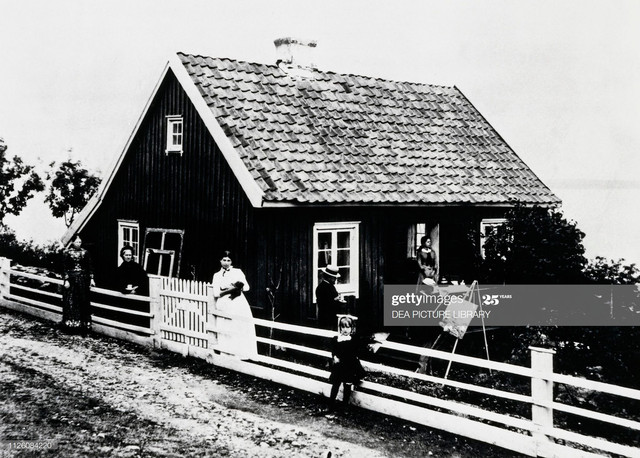 Edvard-Munch-1863-1944-portrayed-while-painting-with-his-family-at-his-house-in-Asgardstrand-Norway-.jpg