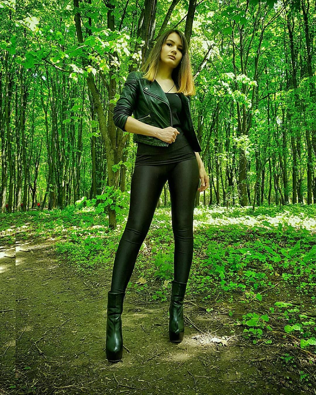 Olga-Madych-Wallpapers-Insta-Fit-Bio-4