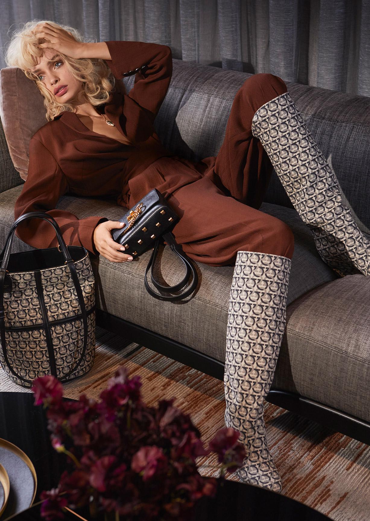 Девушка, кошка и модные сумочки / фото 13