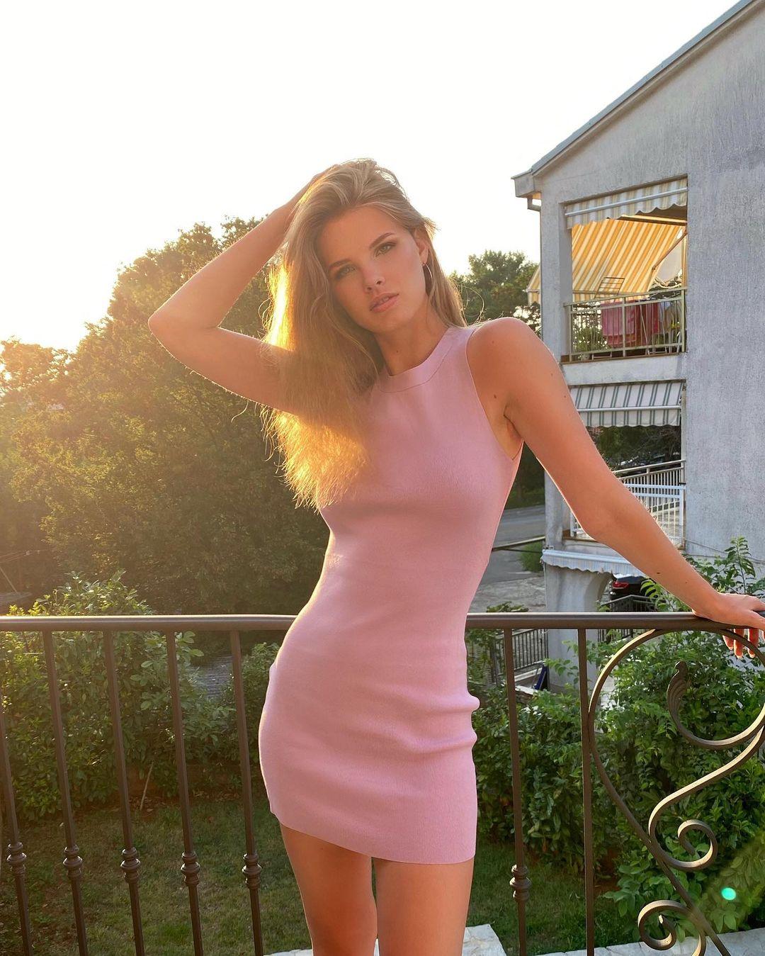 Mariia-Arsentieva-Wallpapers-Insta-Fit-Bio-1