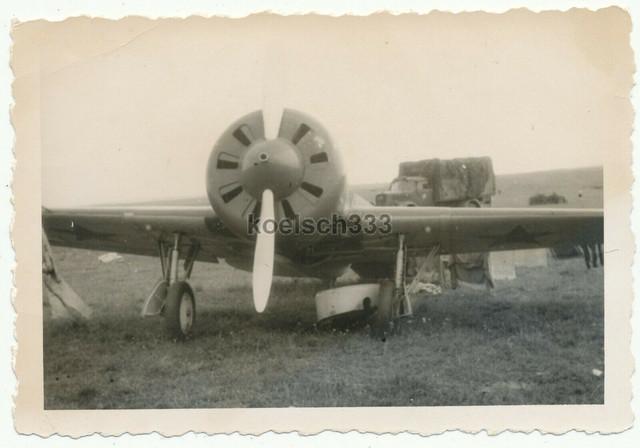 Foto-Opel-Blitz-LKW-der-Wehrmacht-hinter-einem