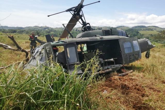 Colombia - Página 19 EJC5402-Se-accident-un-helic-ptero-Huey-II-del-Ej-rcito-de-Colombia-en-Taraz-Antioquia