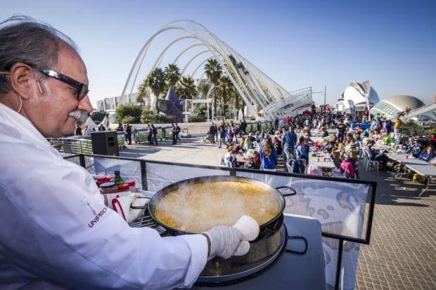 paella-party-maraton-valencia-travelmarathon-es
