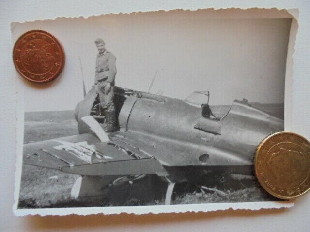 Foto-abgeschossener-russischer-Flieger-Rata-Flugzeug