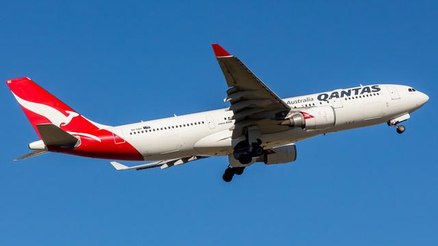 Qantas A330 VH EBO 040218
