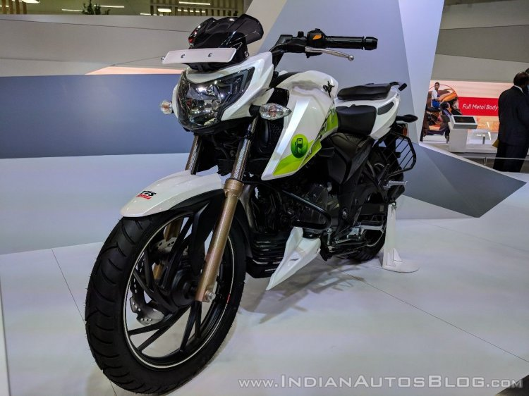 TVS-Apache-RTR-200-Fi-Ethanol-front-left-quarter-at-2018-Auto-Expo