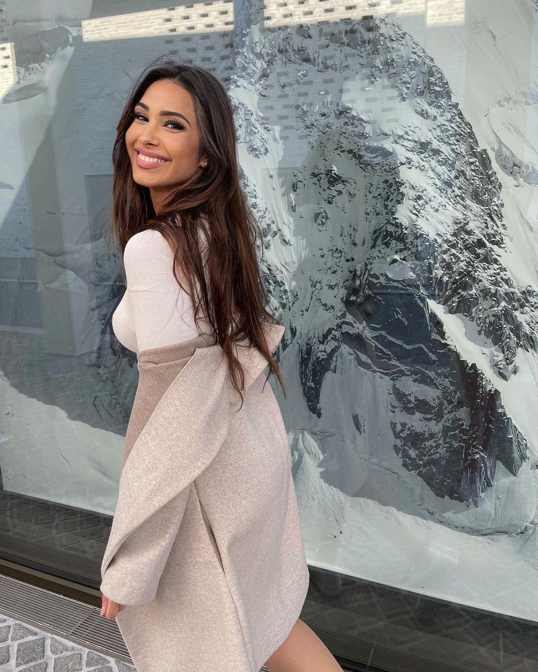 Celine-Lara-Sophie-Wallpapers-Insta-Fit-Bio-Celine-Bretz-Wallpapers-Insta-Fit-Bio-2