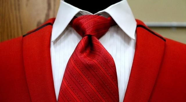 Не только костюм: что еще можно купить в фирменных магазинах мужской одежды