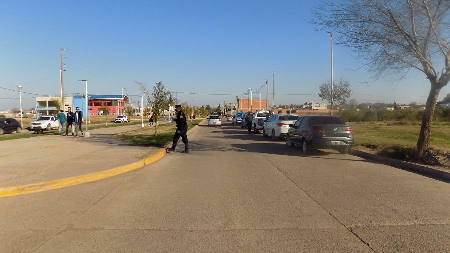 POLICÌA DE VILLAGUAY: ( ocurriò frente al Skate Park) Dos jòvenes motociclistas embistieron a una menor de 7 años y se dieron a la fuga