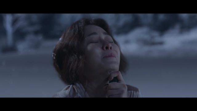 Lee Myung Joo mengarahkan senapan tepat di bawah dagunya.