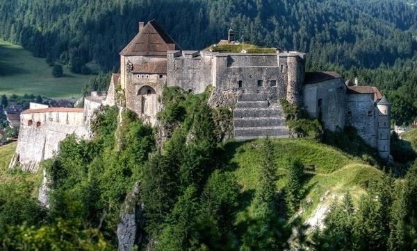 Chateau-de-Joux.jpg