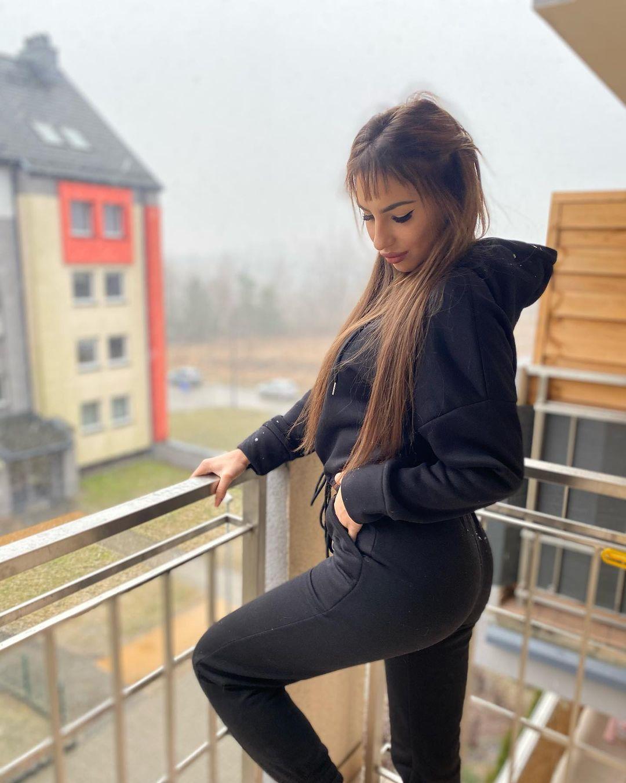 Adrianna-Gotowicka-Wallpapers-Insta-Fit-Bio-11