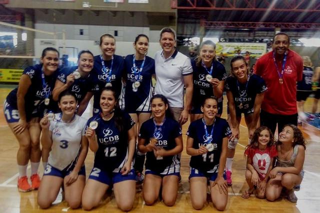 Equipe-de-voleibol-feminino-da-UCDB-campe-dos-Jogos-Abertos-de-Campo-Grande