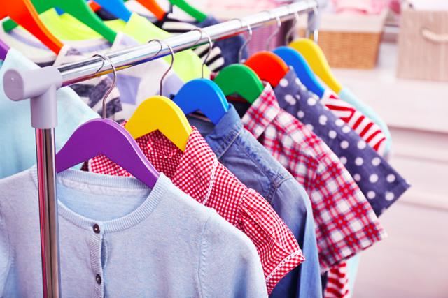 Как заработать на продаже детской одежды
