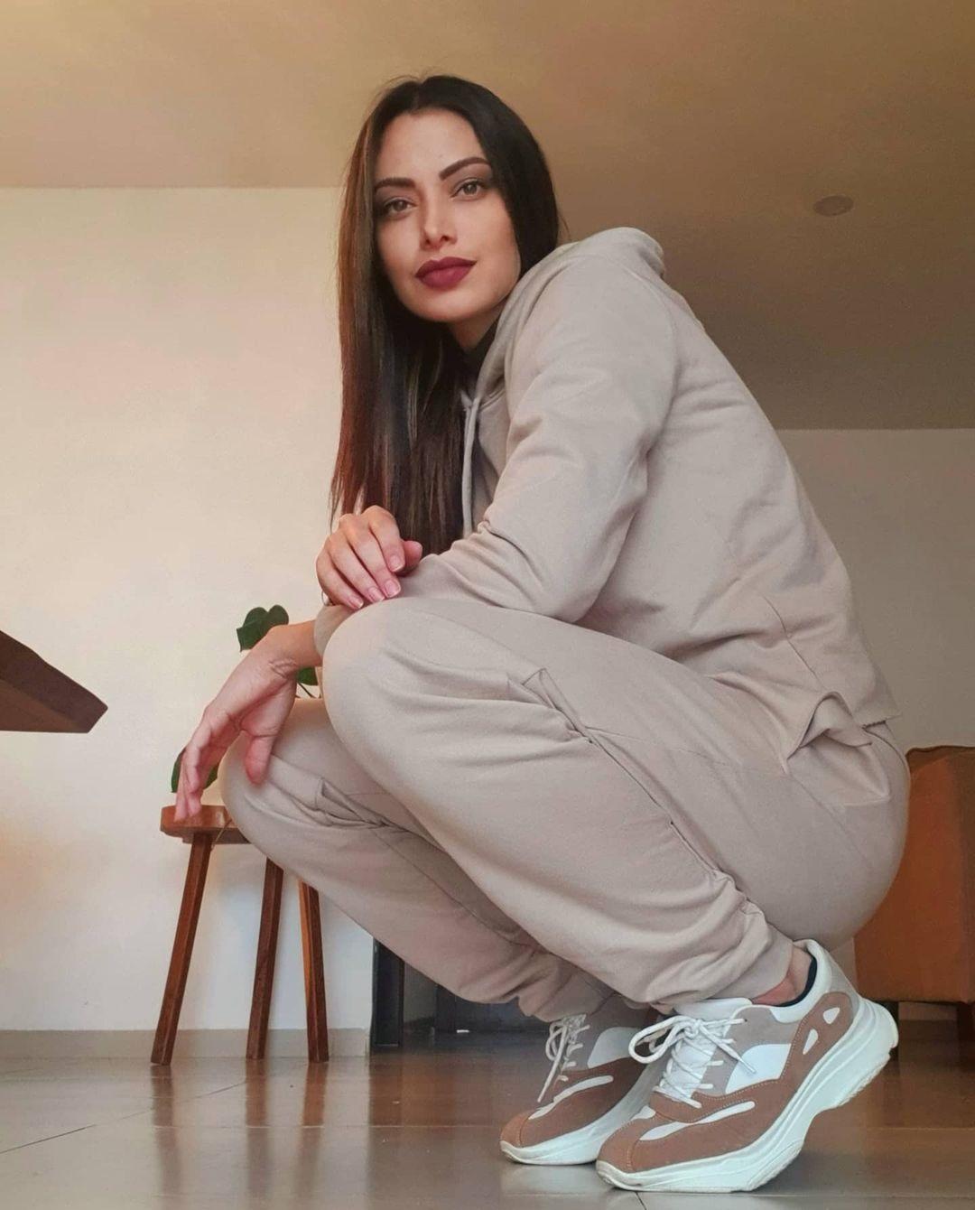 Alexia-Viruez-Wallpapers-Insta-Fit-Bio-1