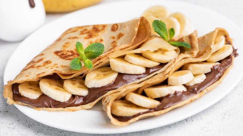 ბლინი (შოკოლადით, ბანანით,ნაყინით)