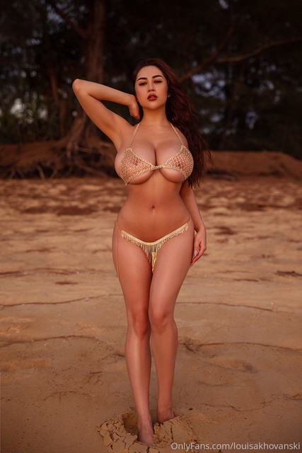 louisakhovanski-08-03-2020-24889754-Rate-this-photo-write-me-your-opinion-in-dm