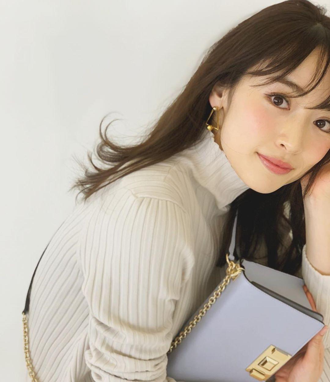 Rika-Izumi-Wallpapers-Insta-Fit-Bio-7