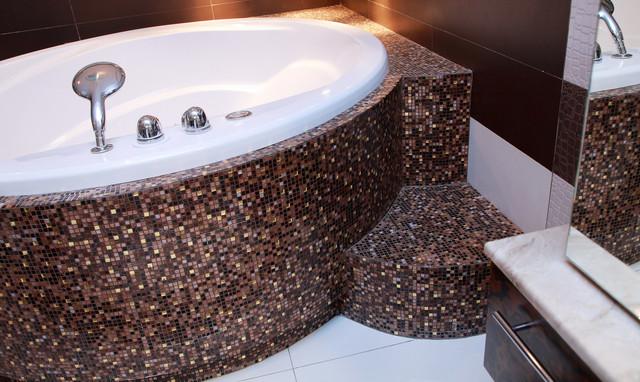 Ванна отделанная мозаикой
