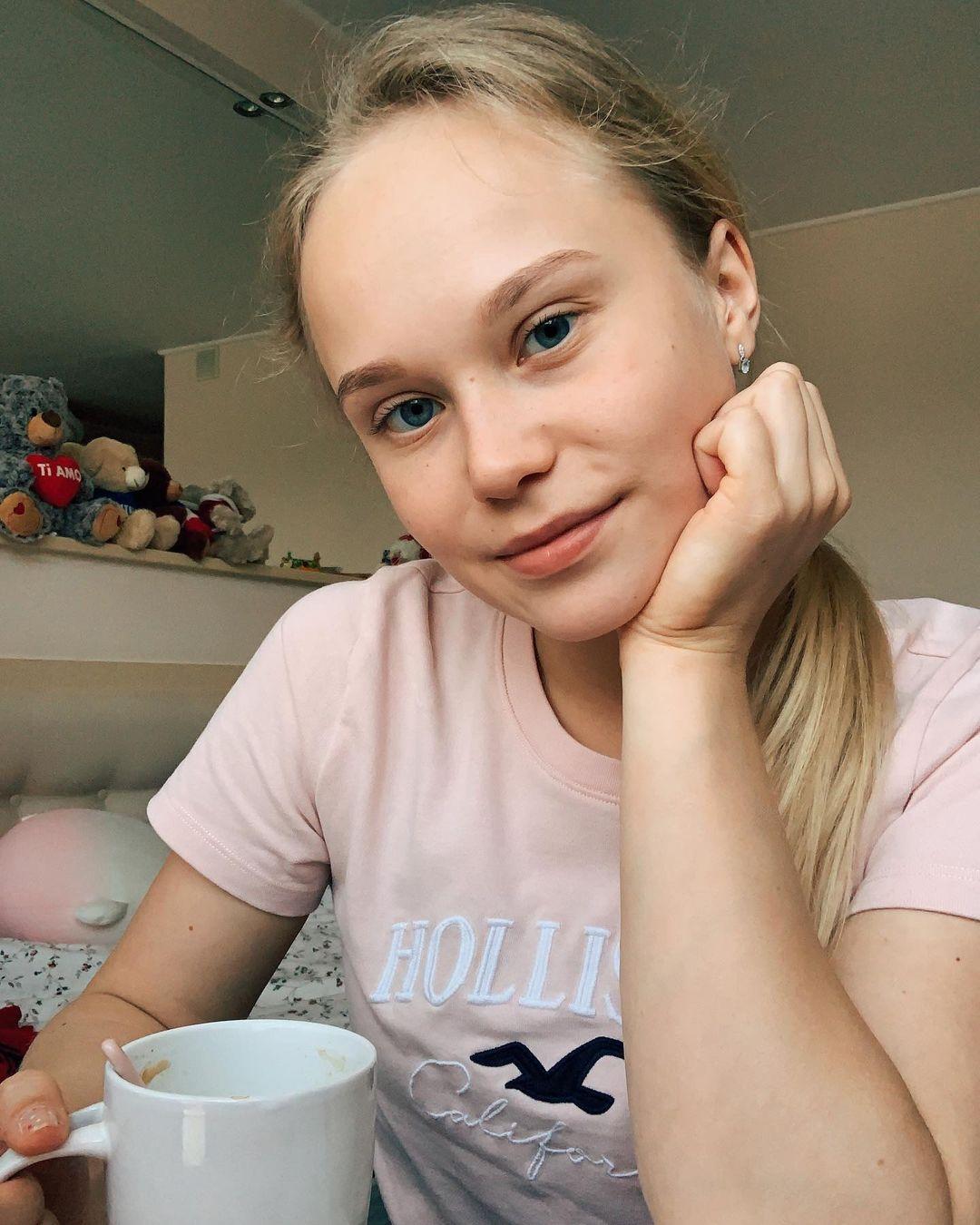 Angelina-Melnikova-Wallpapers-Insta-Fit-Bio-7