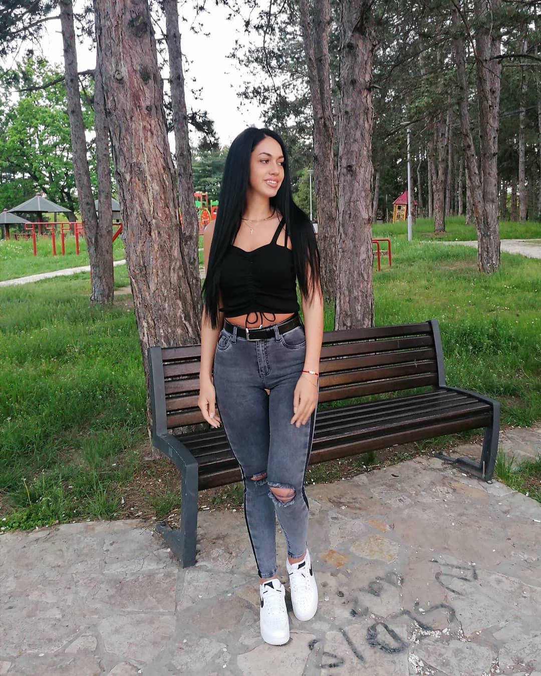 Tatjana-Joksovic-Wallpapers-Insta-Fit-Bio-2