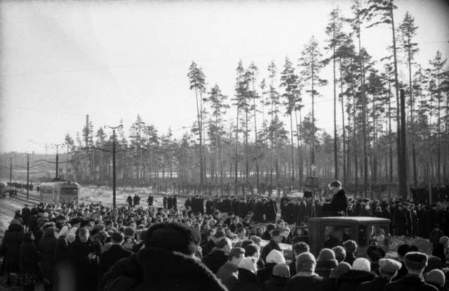 Dyatlov pass funerals 9 march 1959 17.jpg