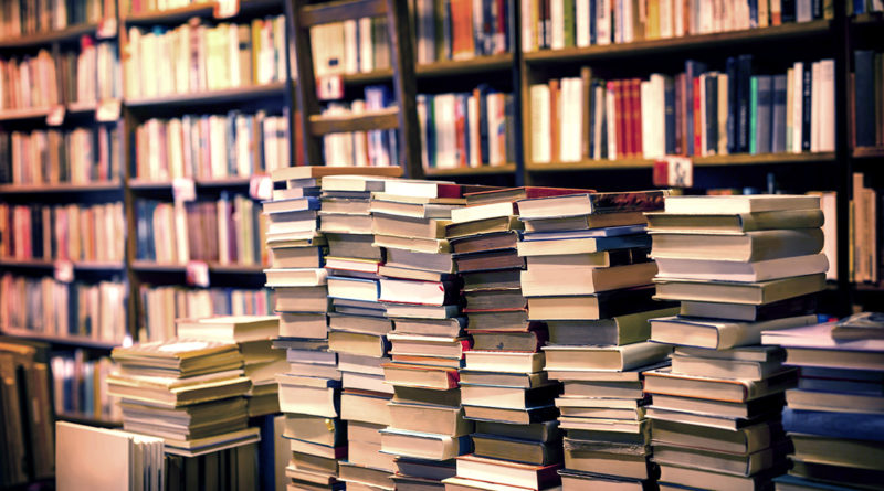 lot-of-used-books-in-the-bookstore