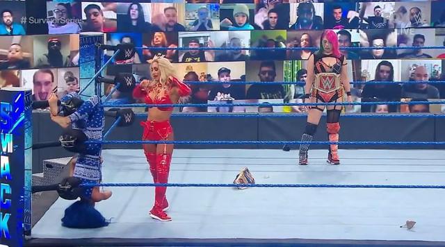 Carmella ataca a Sasha Banks