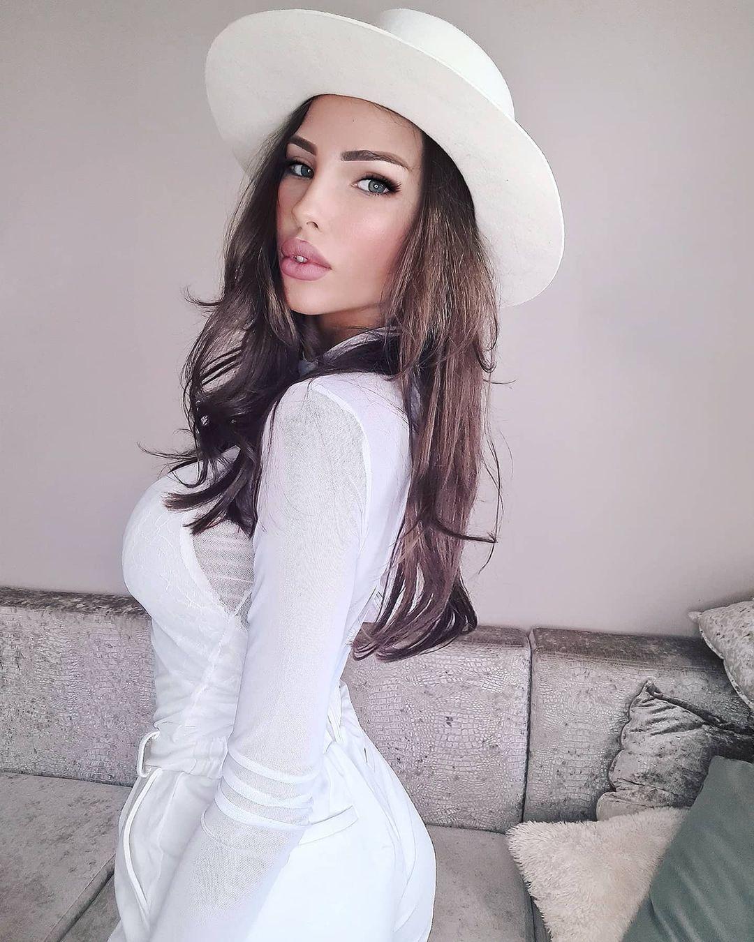 Elizaveta-Berejnaya-Wallpapers-Insta-Fit-Bio-Miss-elizabeth-sol-Wallpapers-Insta-Fit-Bio-17