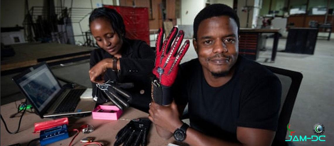 Кениец изобрел умные перчатки