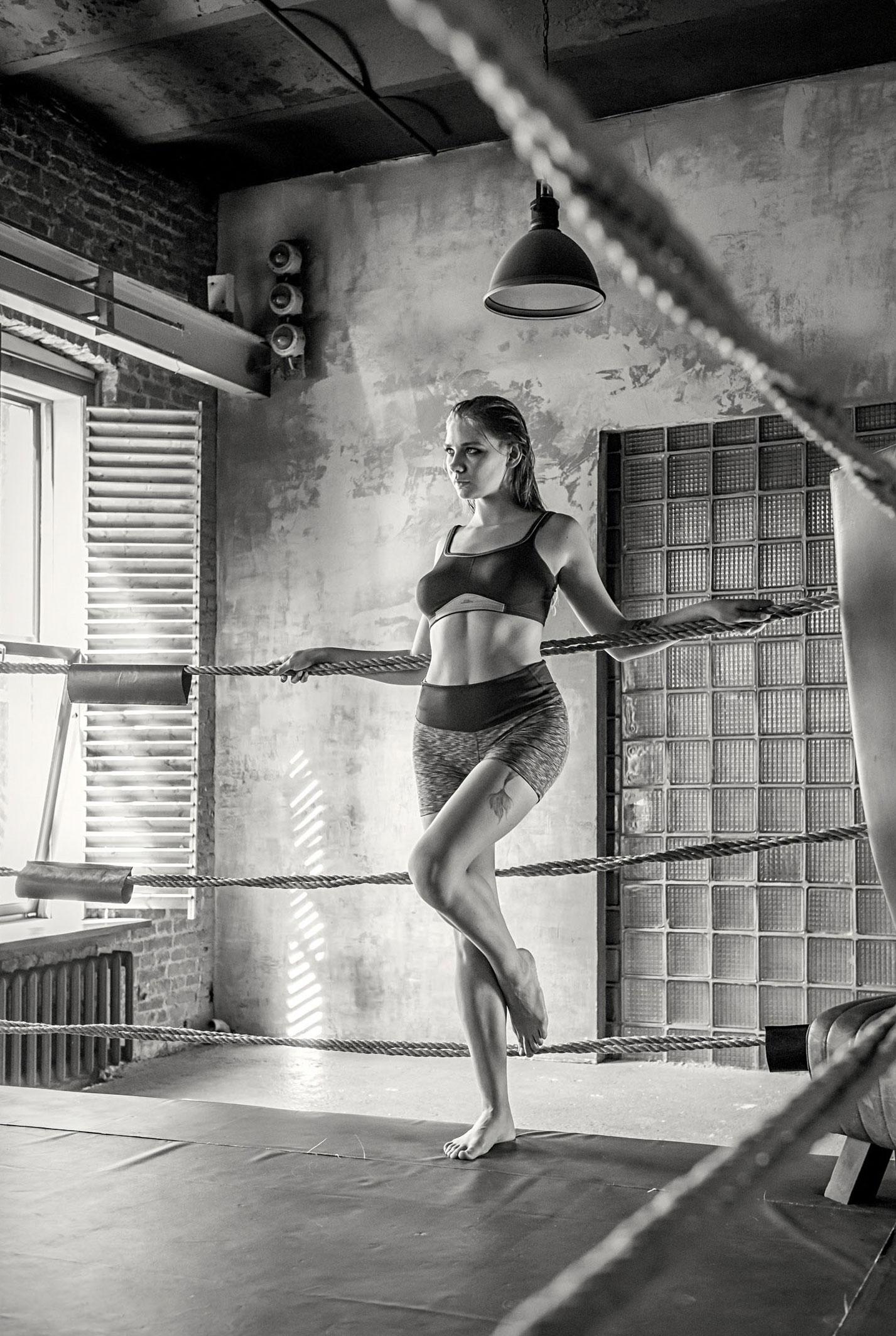 голая Наталья Тихомирова на боксерском ринге / фото 12